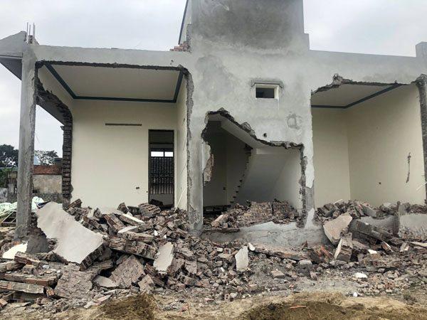 Thanh Hóa: Bí thư kiêm Trưởng thôn xây dựng nhà trên đất nông nghiệp