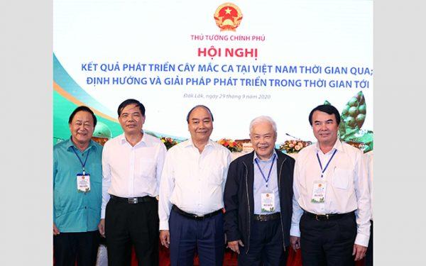 Thủ tướng Nguyễn Xuân Phúc chủ trì hội nghị phát triển cây mắc ca