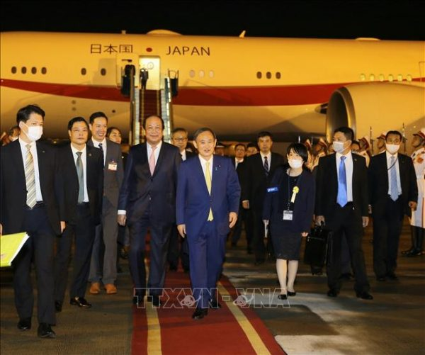 Thủ tướng Nhật Bản Suga Yoshihide và Phu nhân bắt đầu thăm chính thức Việt Nam