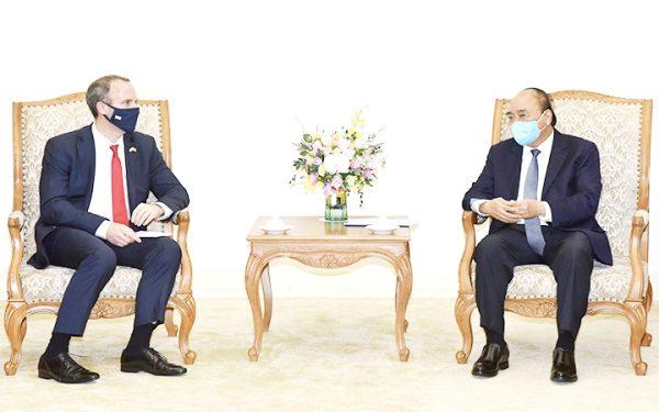Thủ tướng Nguyễn Xuân Phúc tiếp Bộ trưởng Ngoại giao và Phát triển Anh; Thứ trưởng Thương mại Anh và nhà đầu tư điện gió