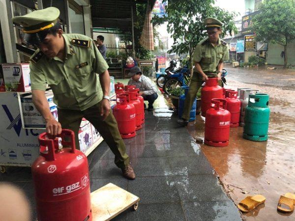 Xử phạt cửa hàng Vân Sơn về hành vi buôn bán gas giả