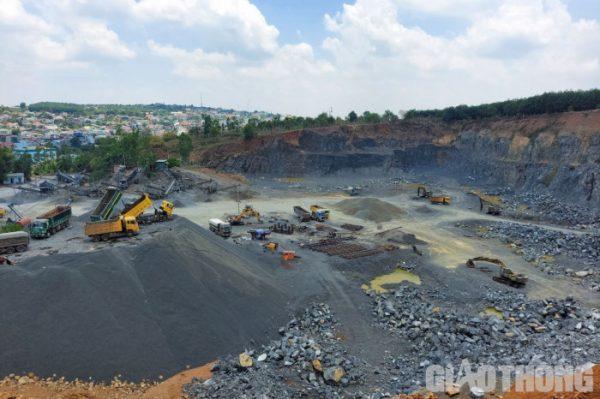 """Đắk Lắk: Mỏ đá hết hạn ngang nhiên khai thác, Sở TN&MT chỉ đạo """"hỏa tốc"""""""