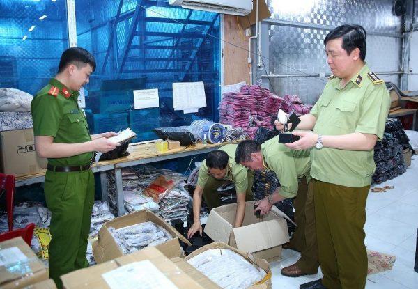 """Hàng nghìn đồng hồ Rolex """"lọt lưới"""" kiểm tra của Cục QLTT Ninh Bình?"""