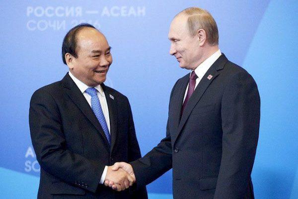 Chủ tịch nước gửi thư cho Tổng thống Putin: Mong Nga hợp tác sản xuất vaccine tại Việt Nam