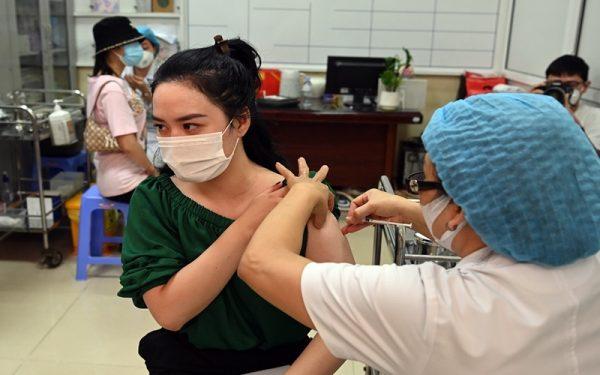 Chính phủ Anh và Séc viện trợ vaccine phòng Covid-19 cho Việt Nam