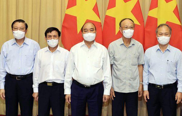 Chủ tịch nước Nguyễn Xuân Phúc làm việc với các nhà khoa học về xây dựng Nhà nước pháp quyền