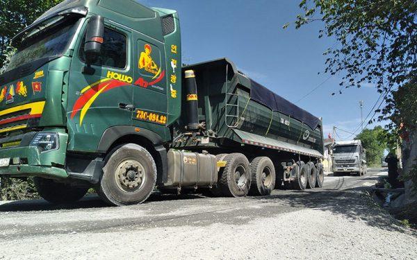 Xe tải trọng lớn phá hỏng đường tại xã Trường Xuân (Quảng Bình)