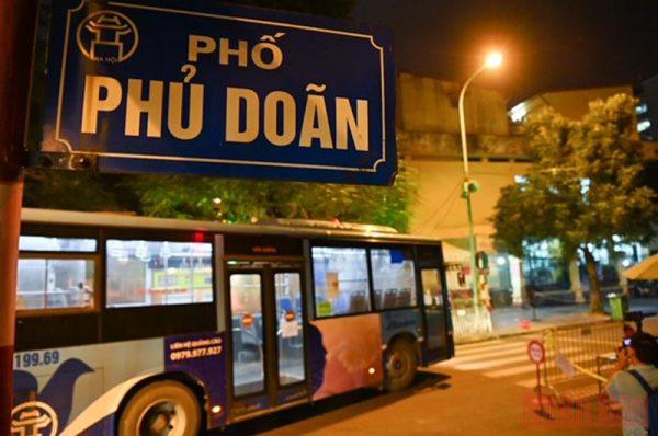 Đưa 144 người nhà bệnh nhân tại Bệnh viện Việt Đức đi cách ly tập trung